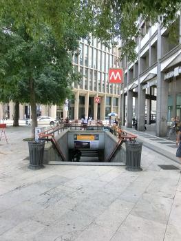 Centrale FS Metro Station, access