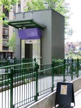 Isola Metro Station, lift
