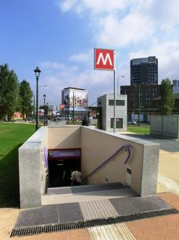 Monumentale M5 Metro Station - access