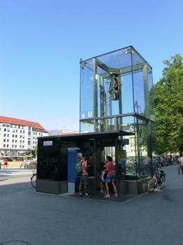 Marienplatz U-Bahn Station access