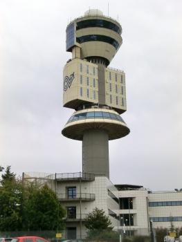 Kontrollturm am Flughafen Mailand-Malpensa