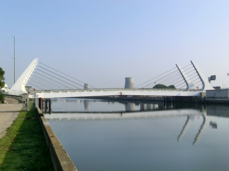 Klappbrücke über den Canale Candiano