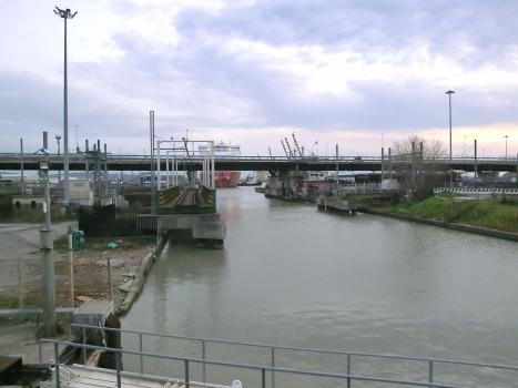Pont ferroviaire de Fosso di Navicelli