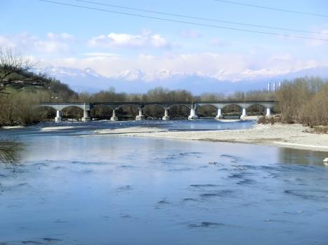 Pont ferroviaire sur le Po