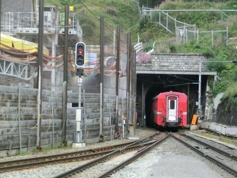 Albula II Tunnel (on the left) and Albula Tunnel northern portals