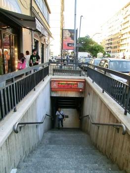 Station de métro Furio Camillo