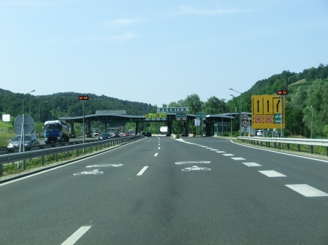 A 1 Motorway (Slovenia), Pesnica old custom barrier