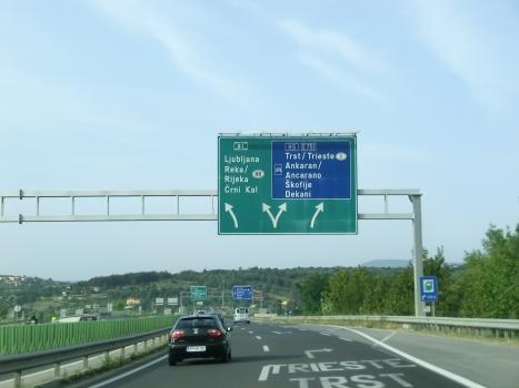 A 1 Motorway (Slovenia), H5 Highway interchange