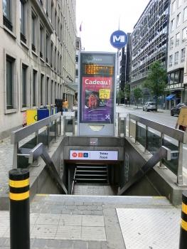 Metrobahnhof Trône
