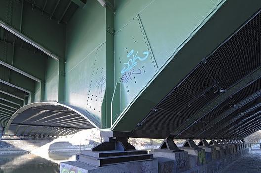 Friedensbrücke nach der Generalsanierung im Jahr 2011
