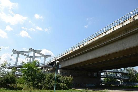 Praterbrücke vom ufer im 22. Bezirk gesehen