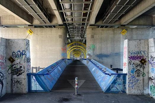 Seilsteg unter der Praterbrücke