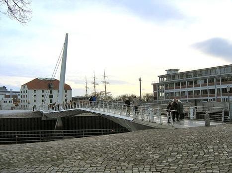 Pedestrian bascule bridge at Vegesacker Hafen, Bremen