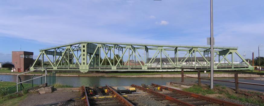 Grosse Drehbrücke Bremerhaven geöffnet