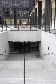 Édicule intégré de la station Atwater au complexe Westmount-Square. ligne Verte Métro de Montréal