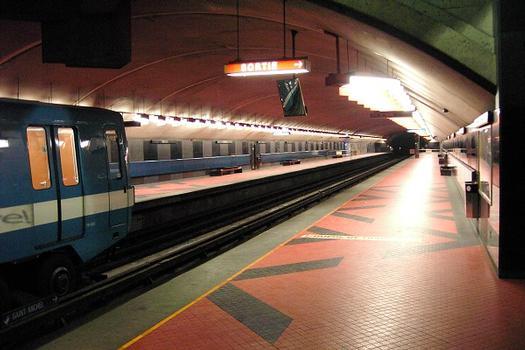 Métro von Montreal - Blaue Linie - Bahnhof Acadie