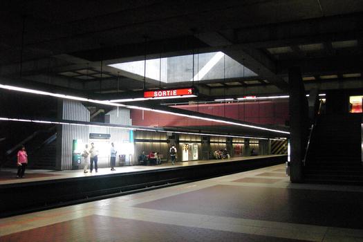 Station terminale Honoré-Beaugrand; Aperçu de la grande salle de la station; 01/27 Ligne Verte Métro de Montréal