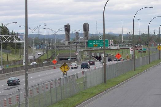 Vue du portail nord du tunnel L-H Lafontaine à Montréal; en regardant en direction de la rive Sud Longueuil Qc Ca