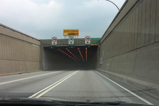Tunnel Louis-Hippolyte-LafontaineÉntrée portail nord vers île charron en direction sud