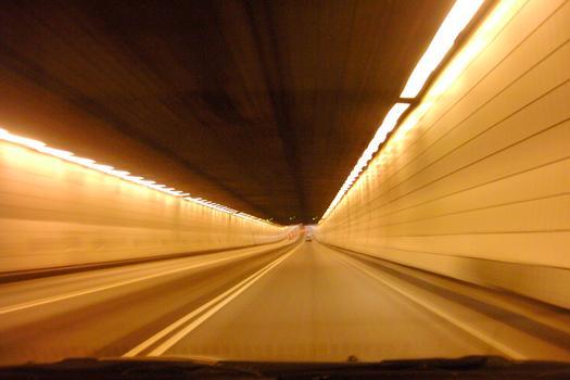 Tunnel Louis-Hippolyte-LafontaineEn direction sud, au 3/4 de la traversée sous fluviale