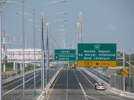 Le samedi 21 mai 2011. À quelques minutes de l'inauguration officielle; photo prise depuis le côté nord du viaduc Perras, en regardant vers Laval Qc