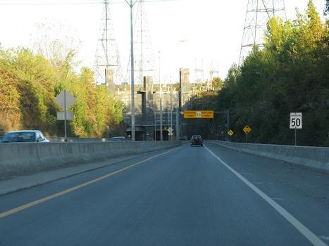 En revenant de Salaberry de Valleyfield vers Châteauguay en fin d'après-midi, le portail ouest du tunnel de Melocheville