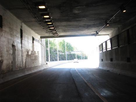 Route 132! Sortie côté jardin à Melocheville Qc Ca. Ce tunnel à environ 230 mètres de longueur et ce sans compter les deux accès excavés à même le roc