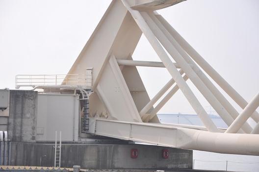 Photo du barrage à l'occasion de la fermeture annuelle de vérification du fonctionnement