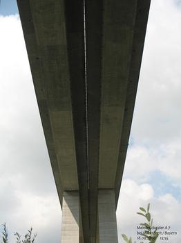 Mainbrücke der A 7 bei Marktbreit / Bayern