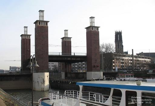 Duisburg: Schwanentorbrücke