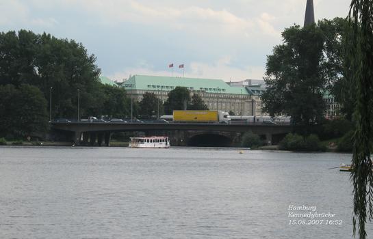Kennedybrücke in Hamburg