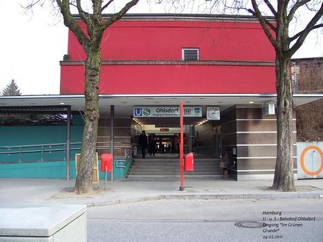 """U- u. S-Bahnhof Ohlsdorf – Eingang """"Im Grünen Grunde"""""""