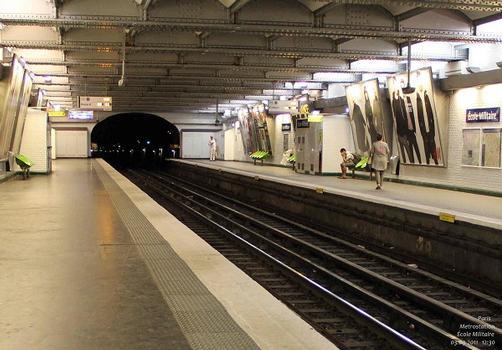 École Militaire Metro Station