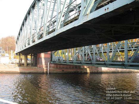 Ponts sur le début du canal de l'Elbe à Lübeck