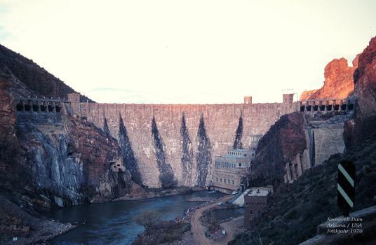 Roosevelt Dam in Arizona / USA