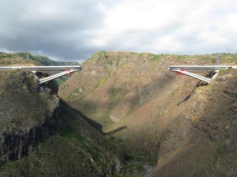 Viaduc de la Grande Ravine. Après les lançages L4 sur les 2 rives