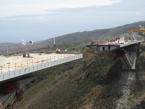 Viaduc de la Grande Ravine. Vue après le lançage L5 en rive droite