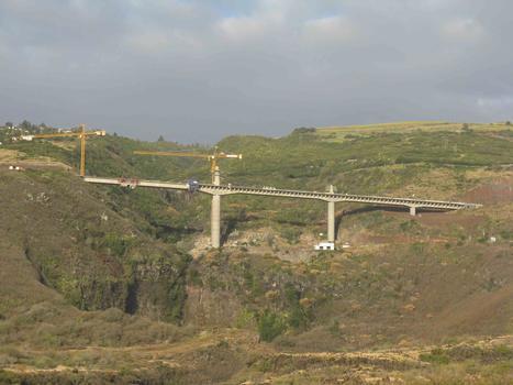 Viaduc des Trois Bassins - vue d'ensemble de la RN1