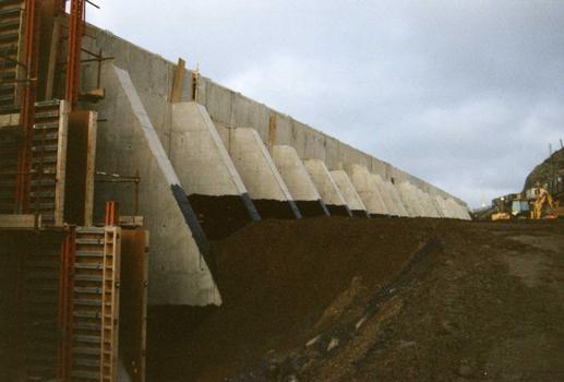 R1 retaining wall, Pen-y-Clip, A55 Expressway