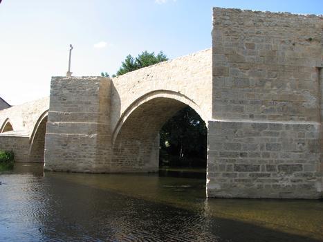 Saint-Généroux Bridge