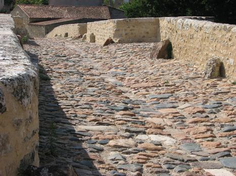 Brücke in Saint-Généroux
