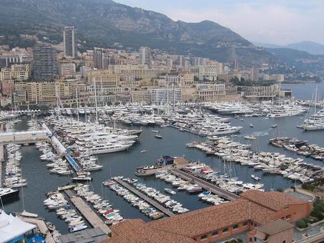 Port HerculeVue pendant le Monaco Yacht Show
