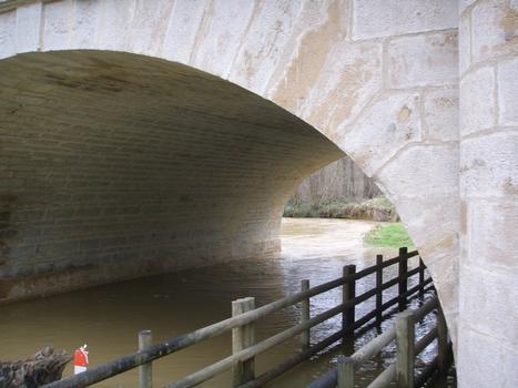 Pont de Pierre à Monéteau/Yonne (RN6 vers Auxerre)