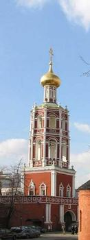Vysokopetrovsky Monastery, Moscow founded in 1320 - Church of the Intercession above the monastery gates, with a belltower