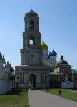 Nikolo-Ugreschsky-Kloster in Dzerzhinsky - Glockenturm und Ewgeny-Chersonsky-Kirche