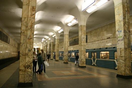 Awtosawodskaja-Metrobahnhof, Moskau
