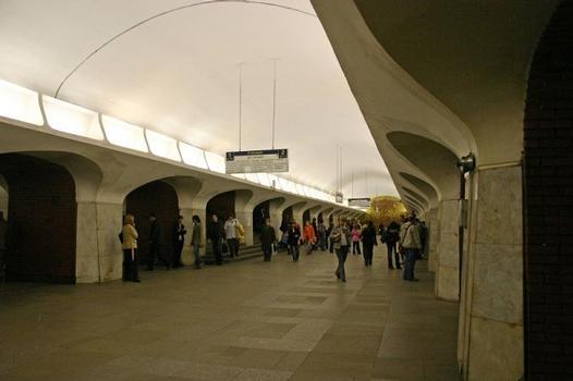 Metrobahnhof Borowizkaja in Moskau