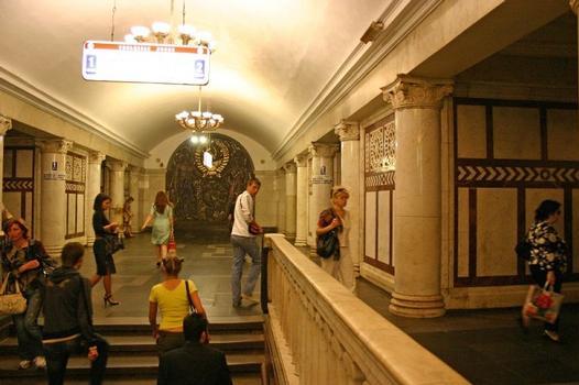 Metrobahnhof Pawelezkaja-Kolzewaja, Moskau