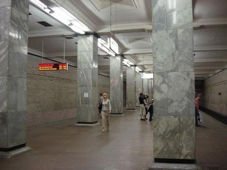 Metrobahnhof Smolenskaja, Moskau