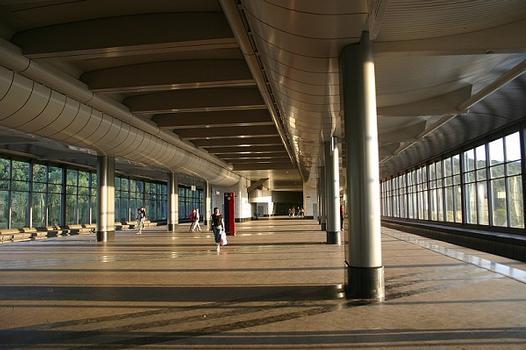 Metrobahnhof Worobjowy Gory